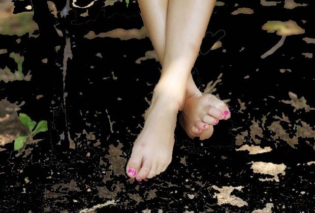 pretty-feet-mystery-girl