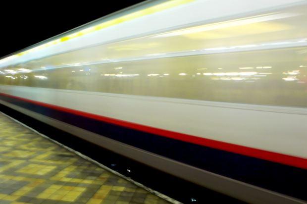 funny-short-story-speedy-train-platform