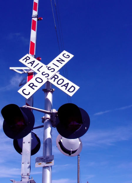 train-signal-crossing