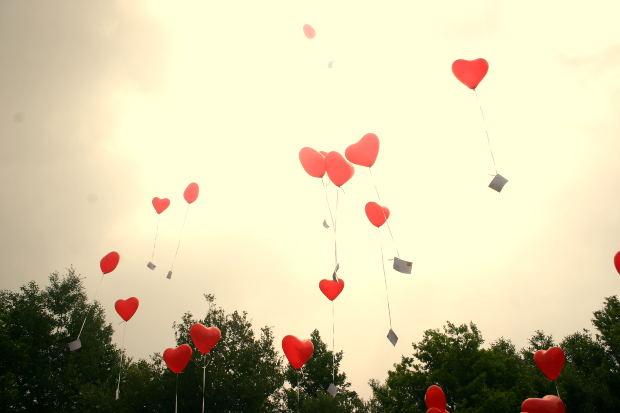 love-story-heart-flying