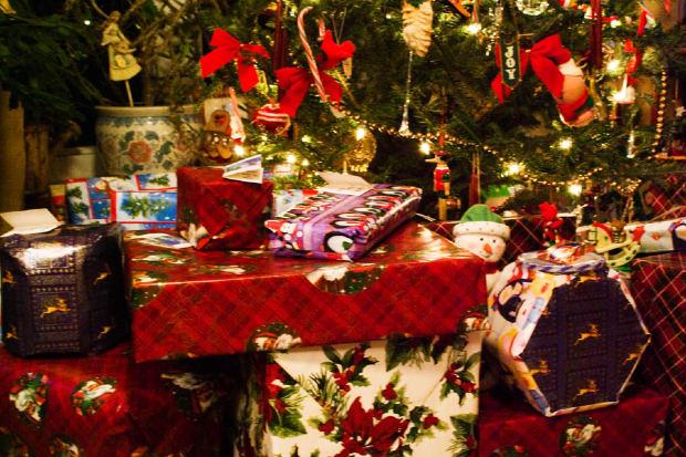 christmas-tree-presents-decoration