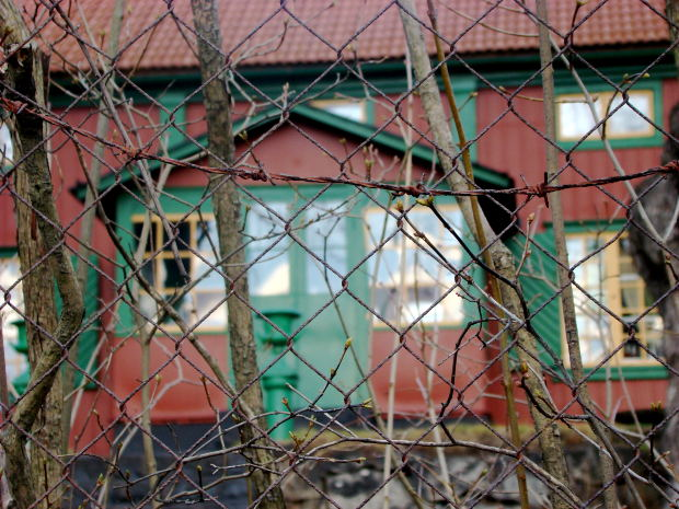 green-red-old-house