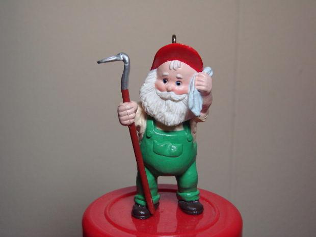 funny-short-story-elf-toy-christmas