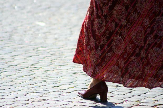 girl-leg-one-skirt