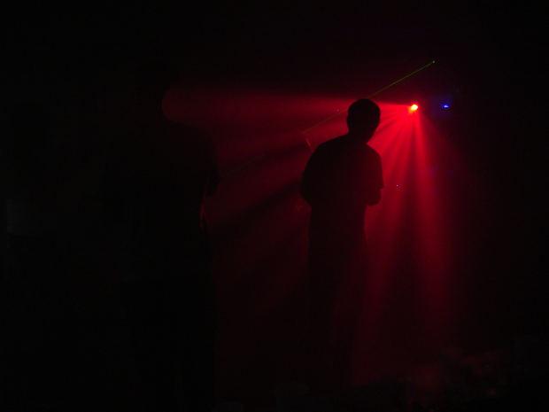 suspense-short-story-shadow-red-light