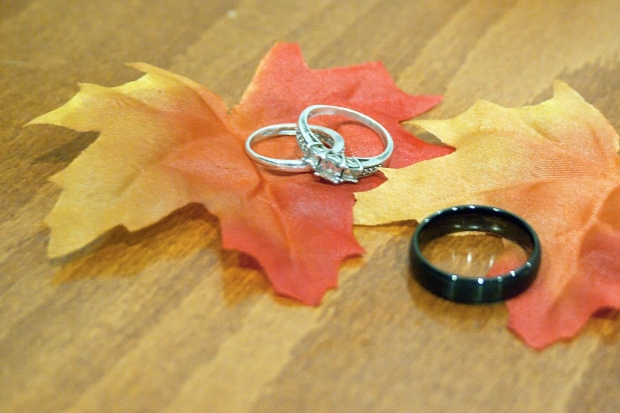 two-rings-dry-leaves-black-ring